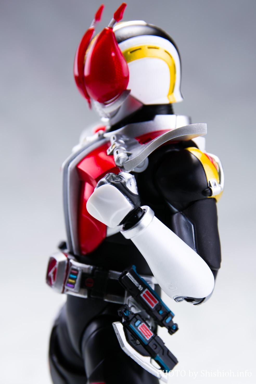 S.H.Figuarts(真骨彫製法) 仮面ライダー電王 ソードフォーム