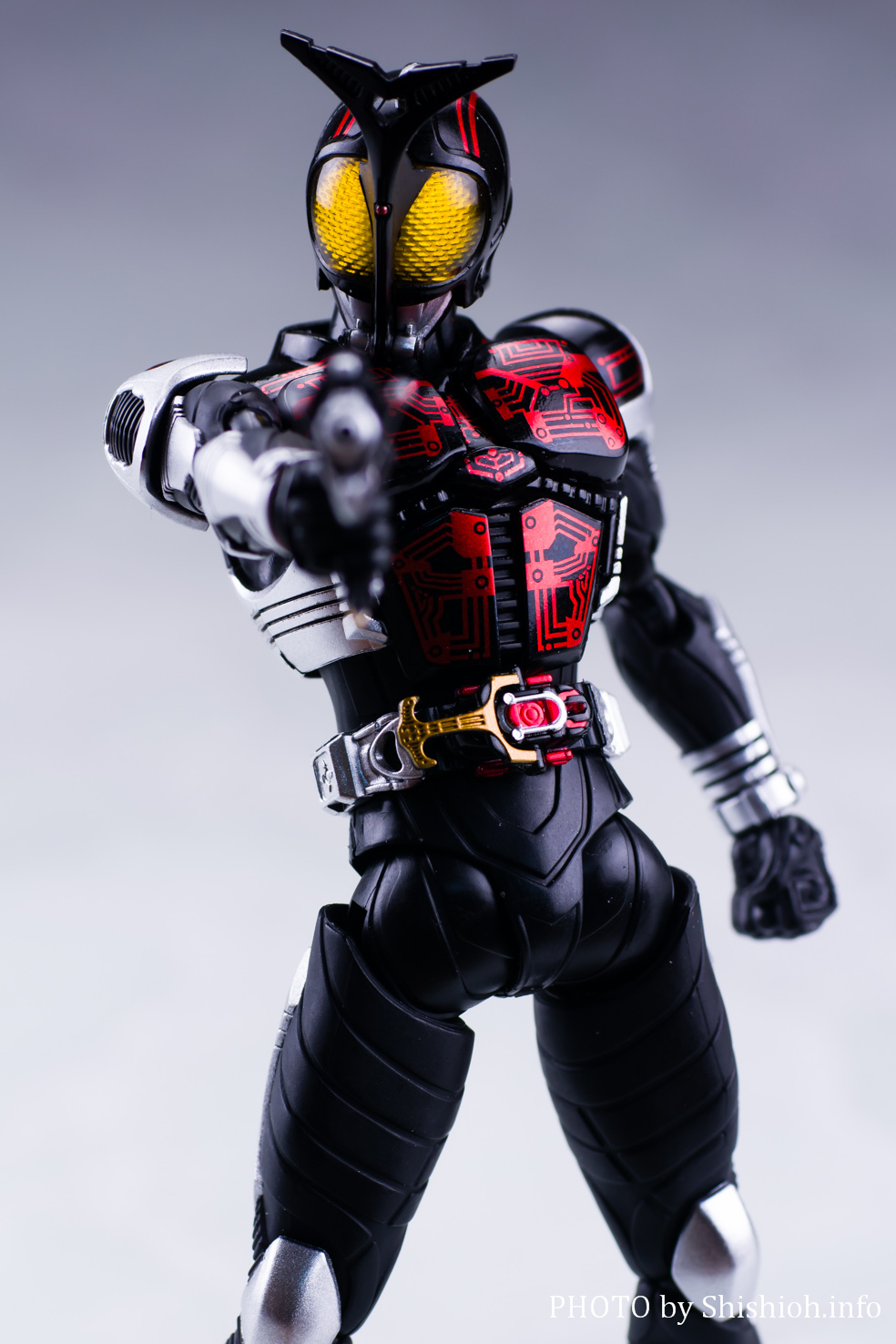 S.H.Figuarts(真骨彫製法)仮面ライダーダークカブト